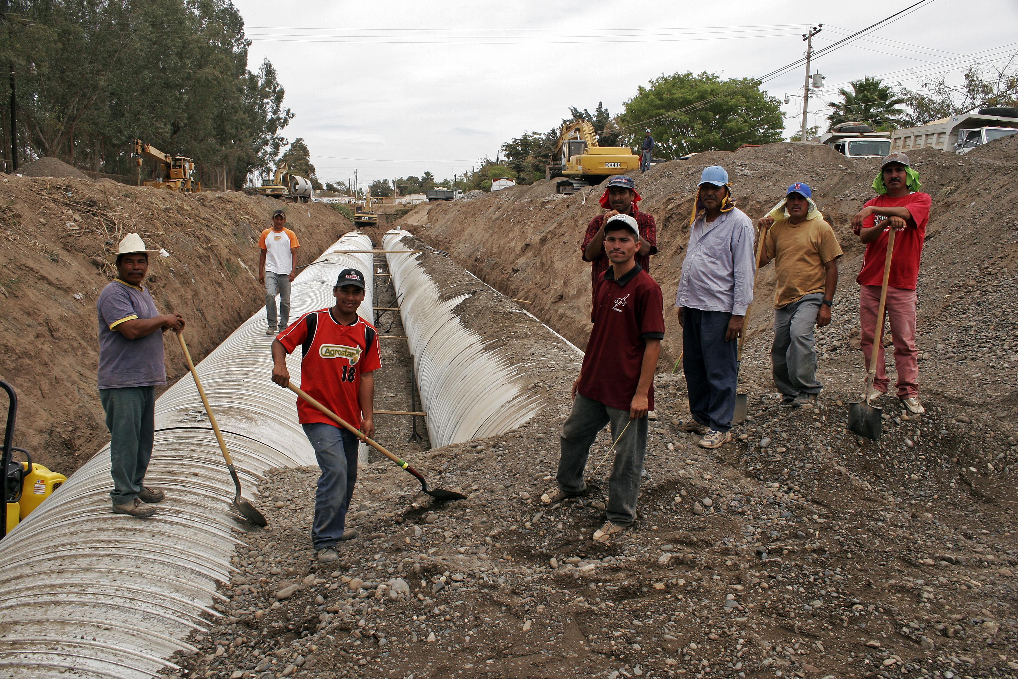 trabajadores mexicanos en la construccion