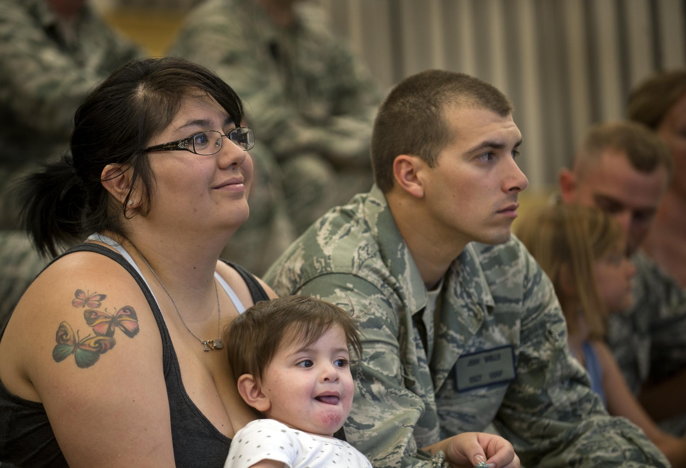 residencia por familiar en las fuerzas armadas