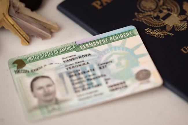 Requisitos para remover la condición de residencia temporal a permanente en los Estados Unidos